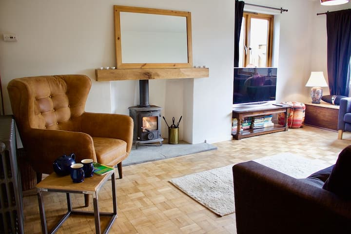 Mulberry Cottage- Luxury 4 bedroom home in Devon