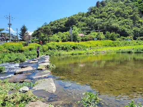 A물놀이 가능한 시골집 손님방 / 편한 침실 / 캠핑 /  바베큐 / 여름휴가