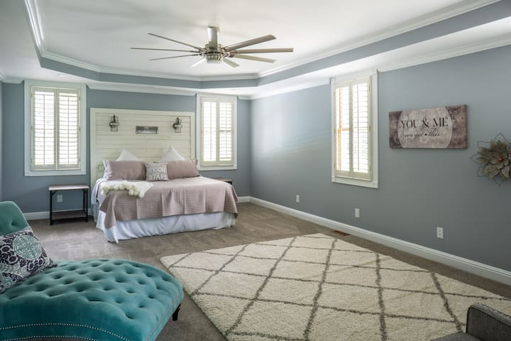 This room is spacious and there's plenty of room for your bridesmaids! King bed. Bridesmaids vanities to come - watch for more photos!! They are being custom made!