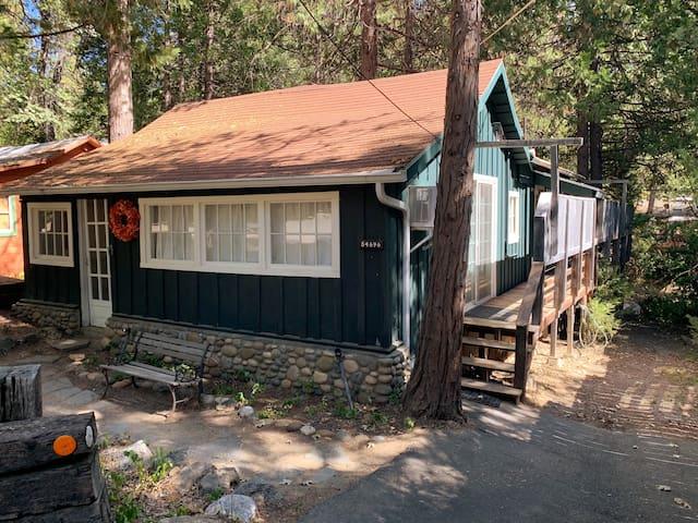 """""""Le Petite Chalet"""" Cozy Cabin Bass Lake Yosemite"""