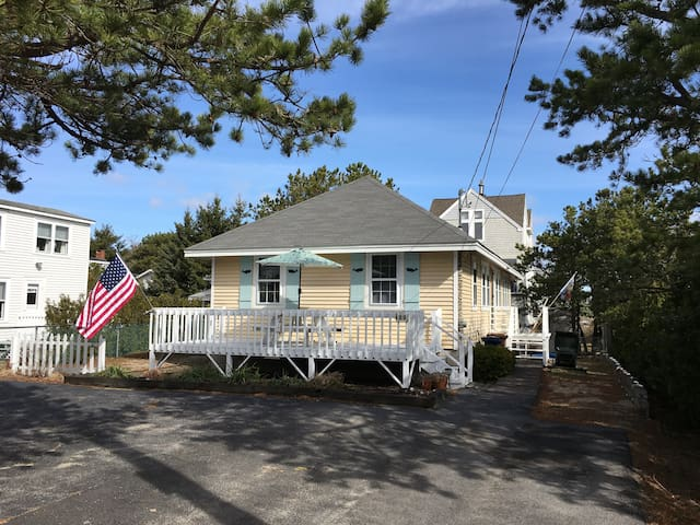 Family Friendly Beach Cottage Just Steps to Beach - Saco - Vacation home