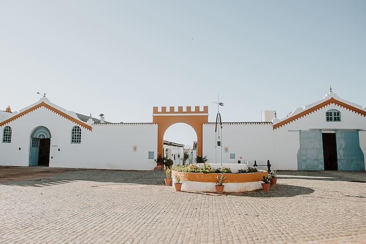 Cortijo Santa Clara - Carmona. (Tile Cottage).