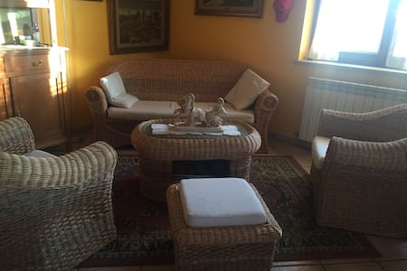 Stanza in villa vicino lago - VICALVI - บ้าน