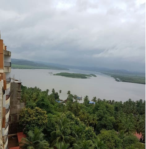 Calm & Serene 2BHK Riverview with WiFi - North Goa - Apartment
