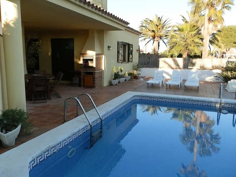 CASA SERGI,Ideal house for your holidays near the sea, free wifi, air conditioning, private pool, pets allowed, dog's beach.