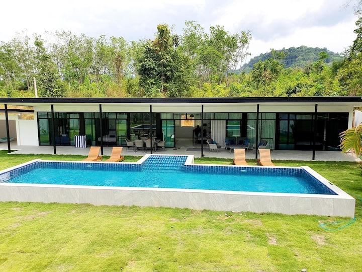 Villa contemporaine avec Piscine à Khao Lak