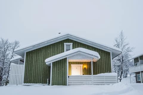 Perinteinen huoneisto, jossa on sauna ja takka
