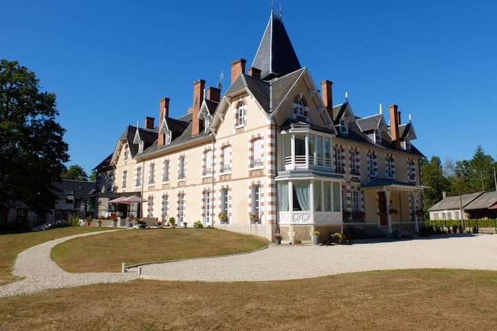 T3 dans belle demeure du XIXè - Neuvy-sur-Barangeon - Lejlighed