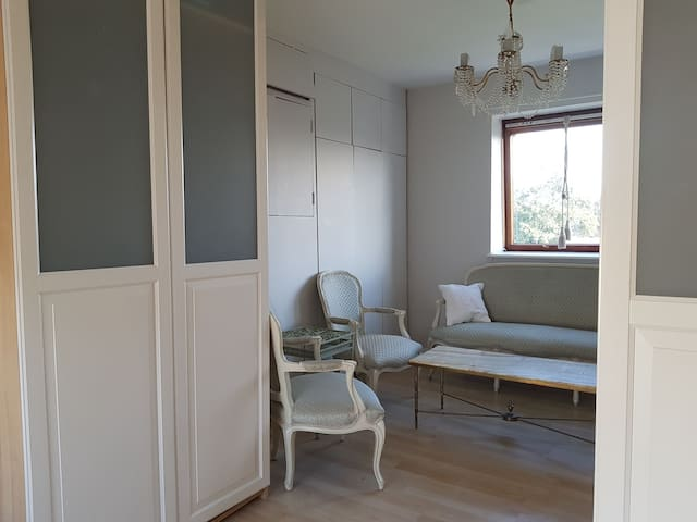 Calm and bright ensuite double room -Women Only