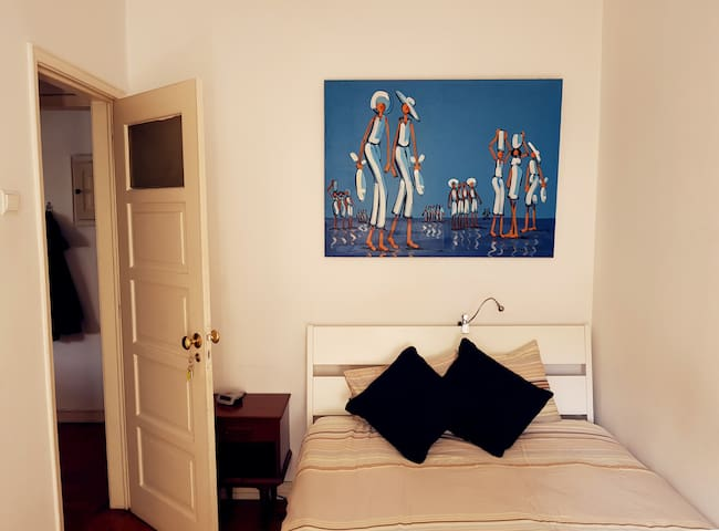 Room in chilling place (no cleaning fee)