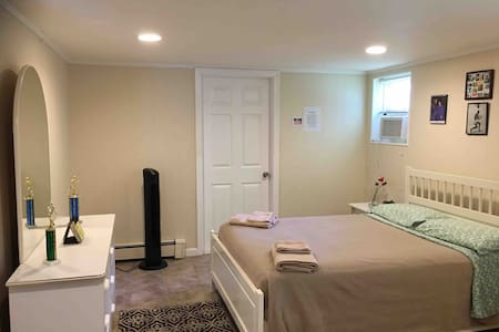 MODERN 1 BED MINS TO TIMES SQ & NYC