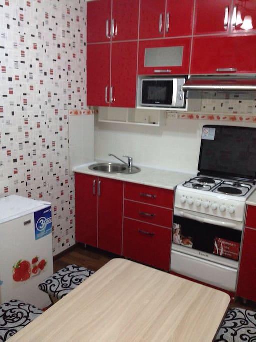 Brand new refrigerator, microwave & stove