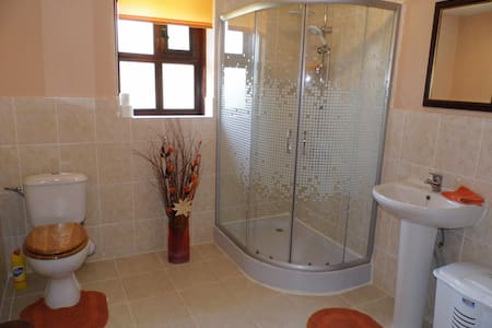 Lovely, private, Bulgarian cottage - Sungurlare - House - 1