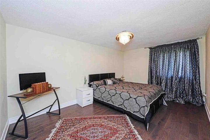 Luxury  & Clean Room (Main Floor)