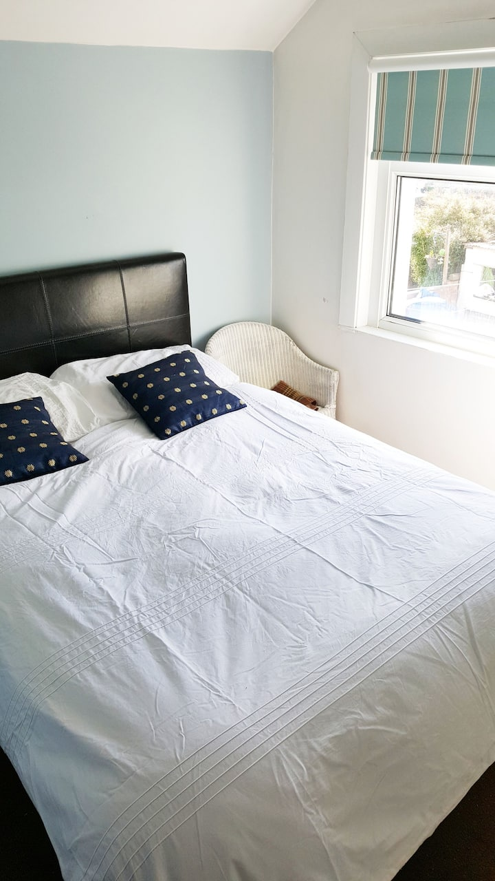 Double room in a family home in central Cardiff