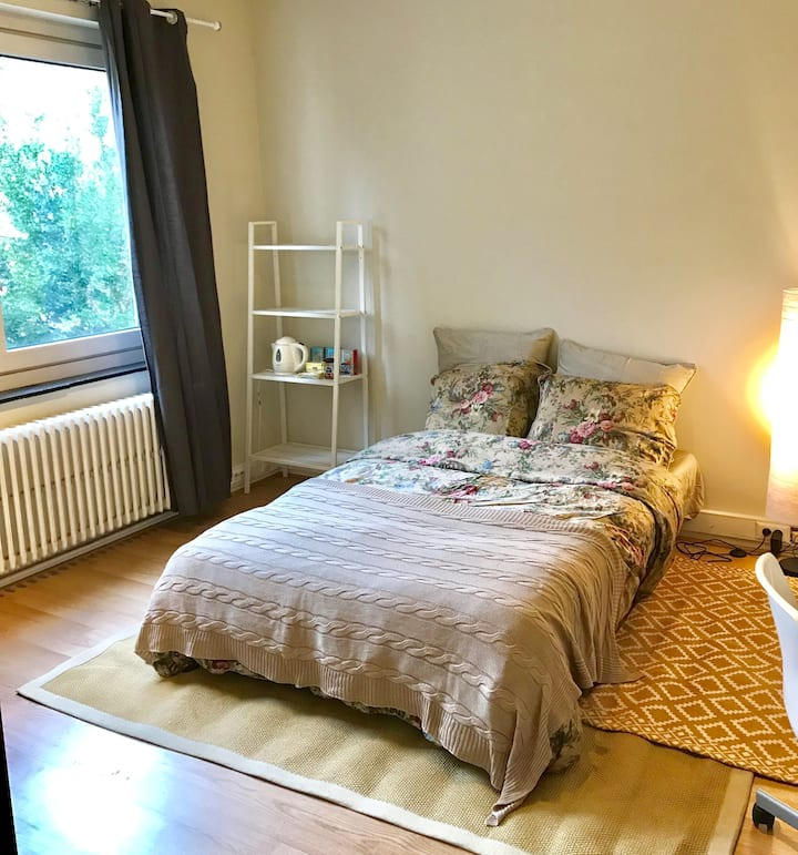 Nice room next to metro station and shops