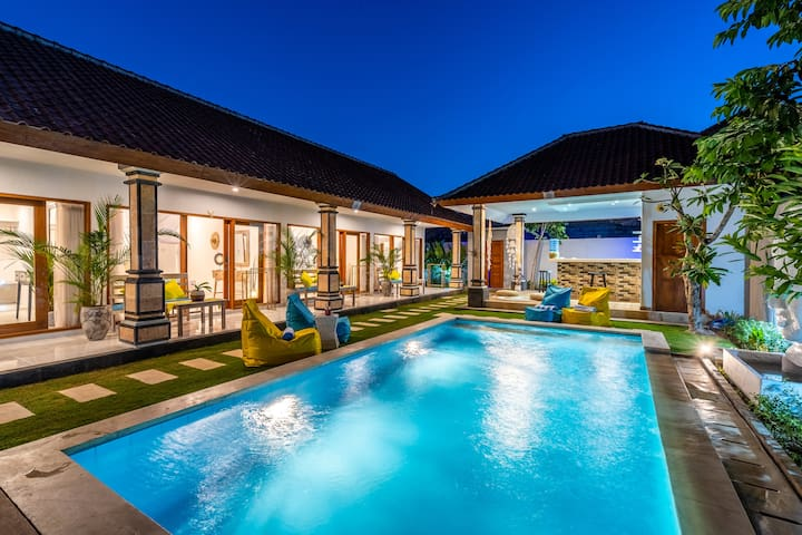 Free Room ❤️ in a 4 bedroom villa