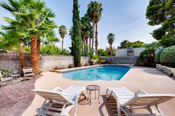 Ultimate Vegas Luxury- 5BR House W/ Amazing Pool!