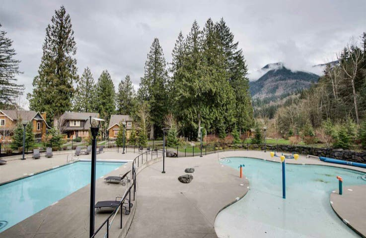 Cultus Lake Cottage w/ Resort Style Amenities