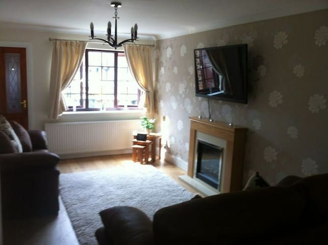SOFA, modern home, amazing location, amazing value - Chelmsford - House