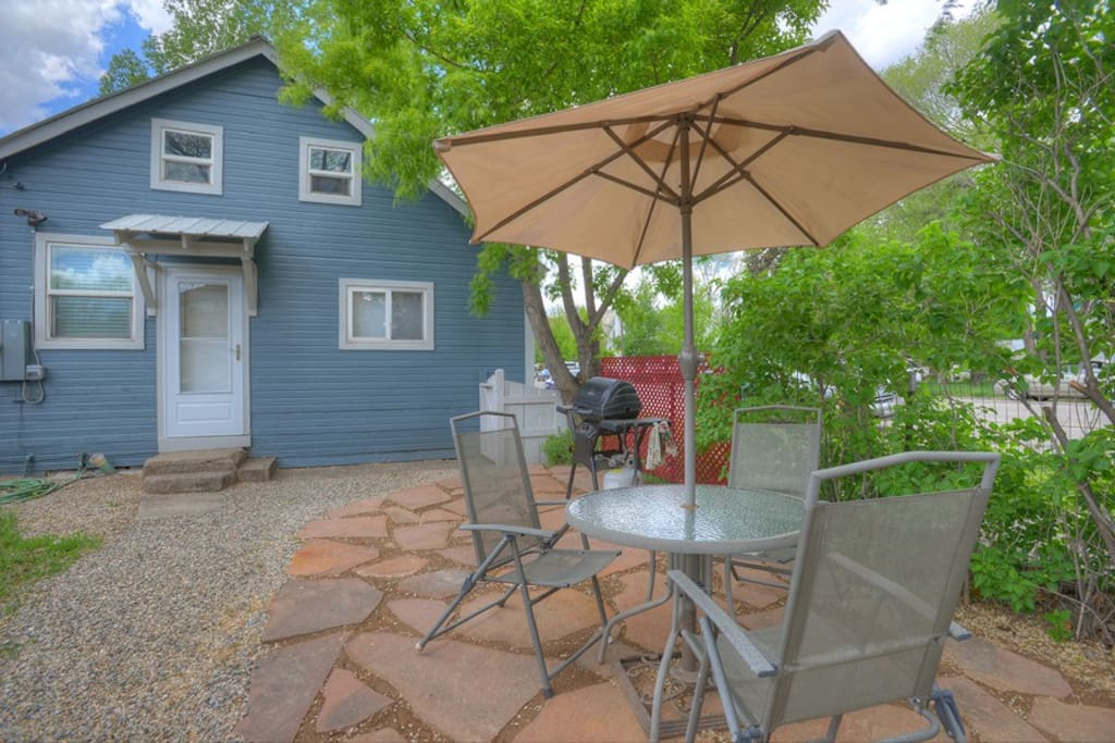 Downtown Cottage vacation rental home in Durango Colorado backyard patio grill and dining