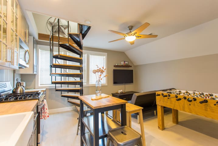 New Lofted 2nd Floor Apartment - Chicago