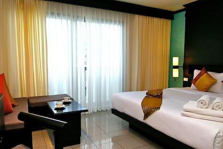 Delux room. Rattana Beach Hotel - Phuket
