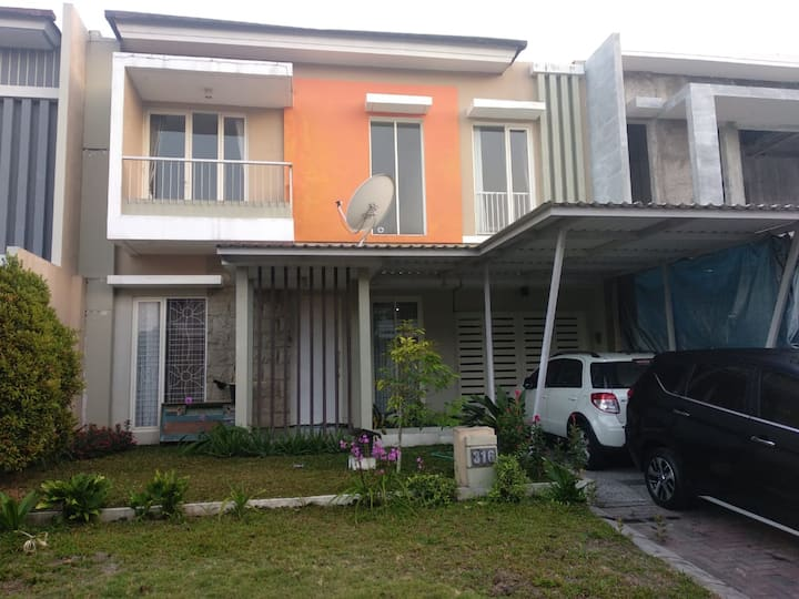 Graha Tantra (Guest House in the Second Floor)