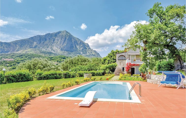 Stunning home in S.Giovanni a Piro SA with 6 Bedrooms and WiFi
