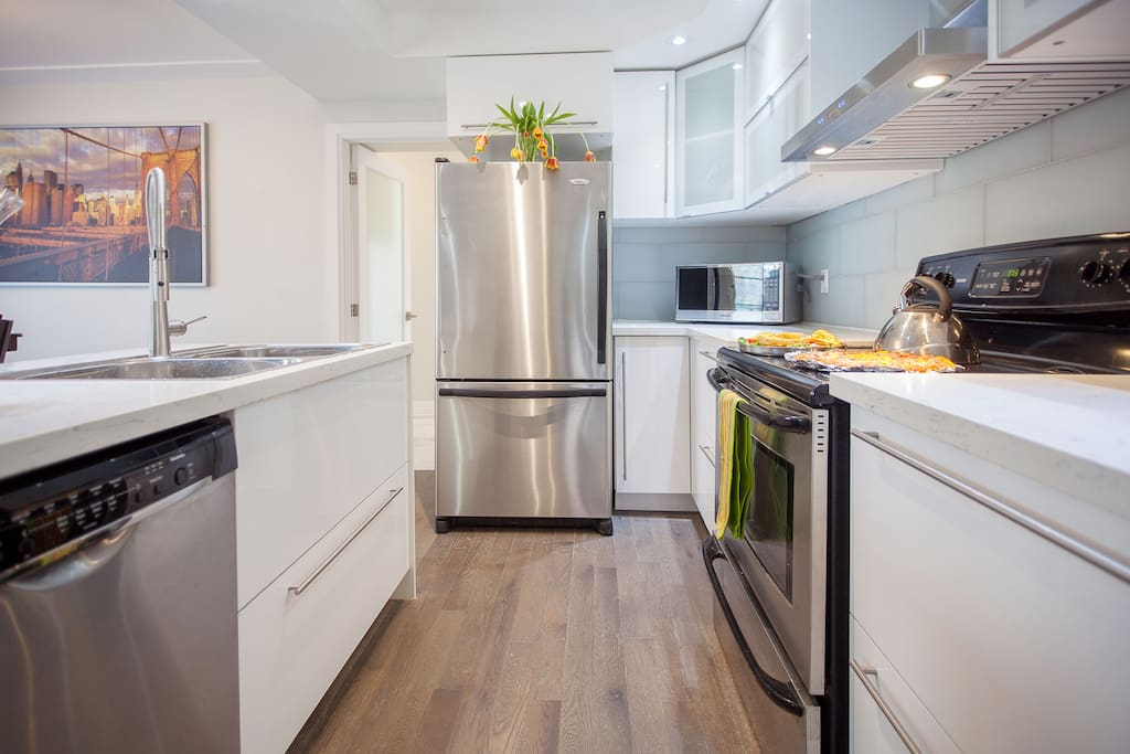 Stainless Steel Appliances With Lots Of Storage Food Space