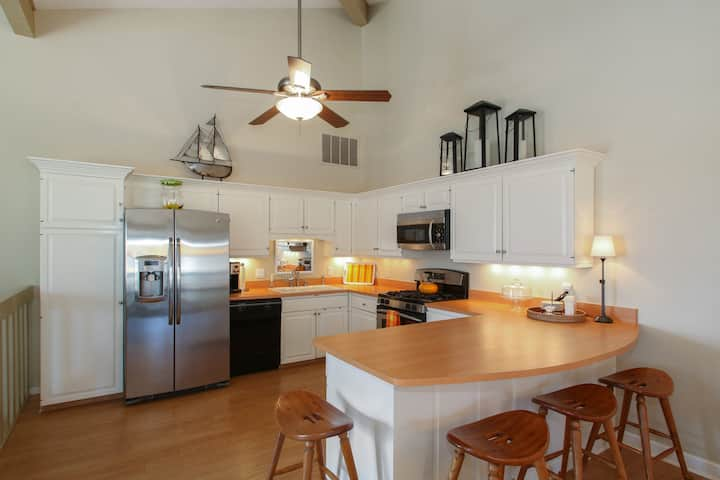 Renovated Abbey Springs Condo nestled in the Trees - Treetop Hideaway