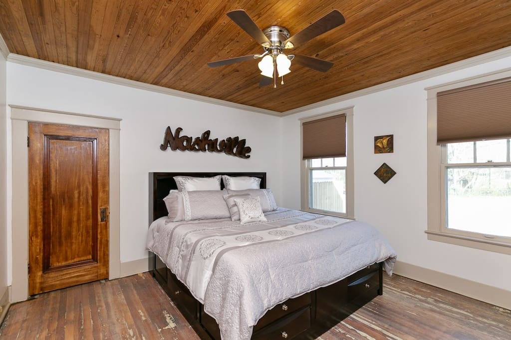 Large master bedroom with Kingsize bed and flat screen.