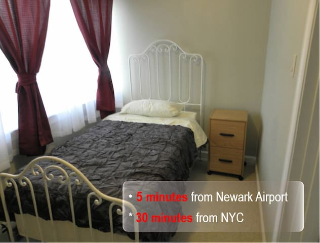 Lovely Room minutes from EWR/NYC [7]