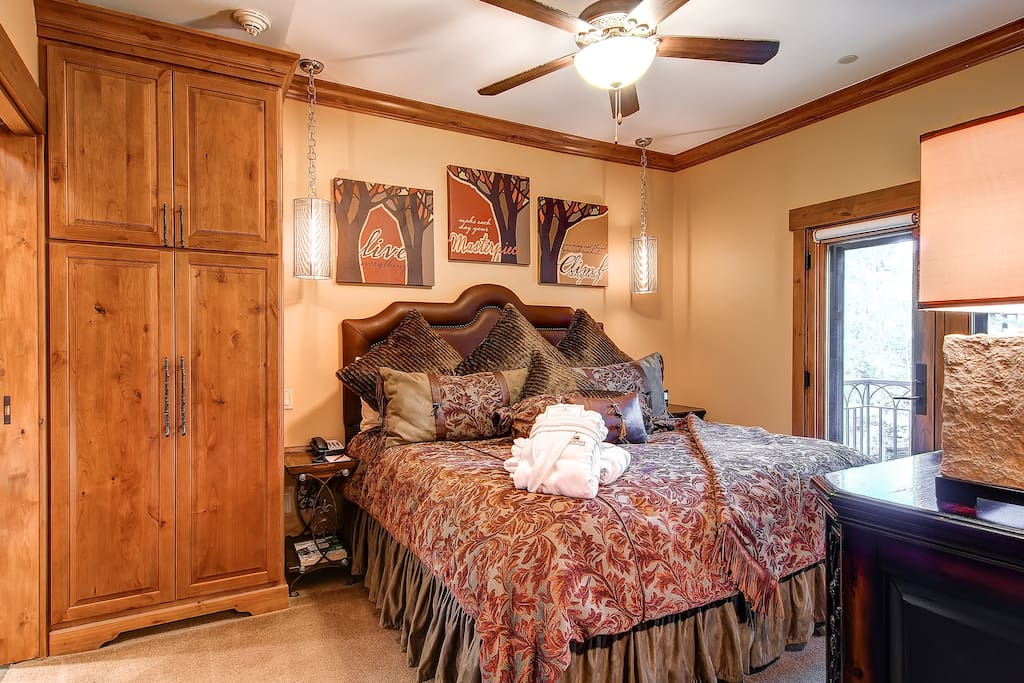 Your room might differ from the photos, but the amenities, size, and style will be similar.