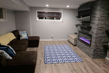 Private, Modern, 2 BR/1BTH, Basement Suite - Alexandria - Hus