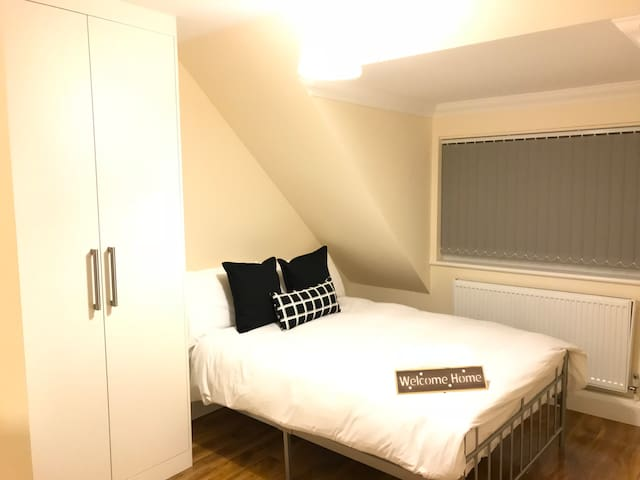 London Heathrow Airport Rooms L.L 4 by C&P