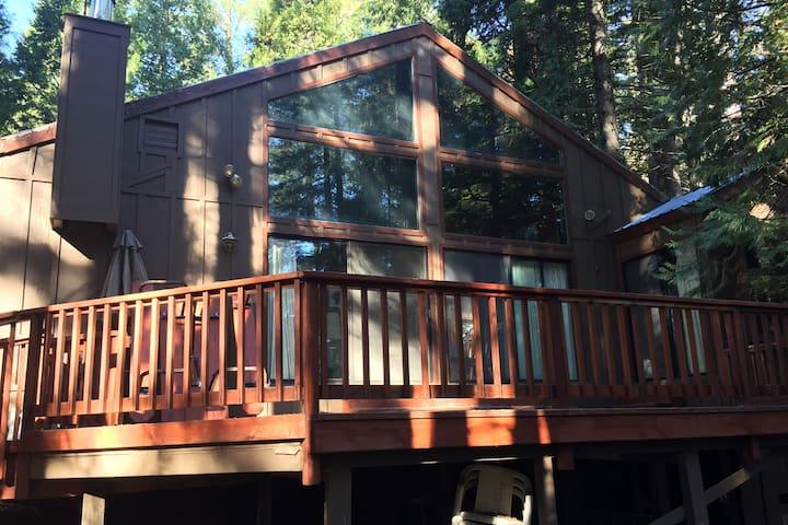 Cabin in Odd Fellows Park - Long Barn