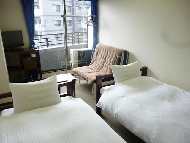 Best location! 15 minutes on foot from Kyoto Station【Street side Western-style Twin room】