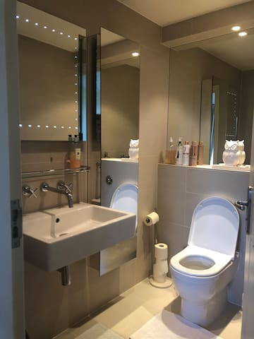 Balcony room, small double bed, en suite shower