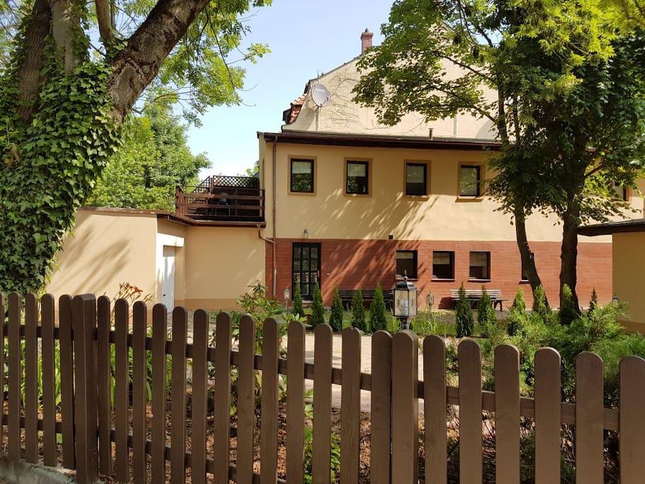 ferienwohnung romantik im s den leipzigs wohnungen zur miete in leipzig sachsen deutschland. Black Bedroom Furniture Sets. Home Design Ideas