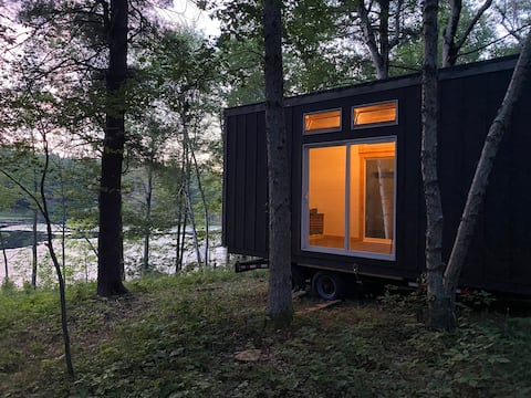 Glamp! Tiny home in wooded forest, pond view!