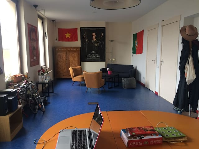Bright room in Brussels. - Molenbeek-Saint-Jean - House