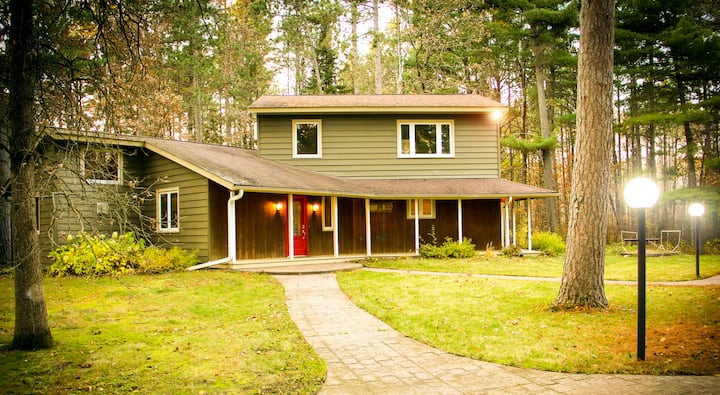 Beautiful Home Nestled in Nature ♥ Family Retreat