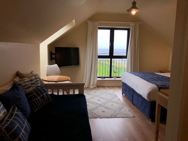 Teach Cruachan Rm 6: Deluxe Double with sea views