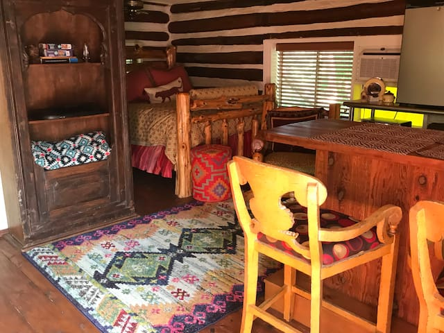 Quaint Log Guest Casita near I35, 235, Turnpike.