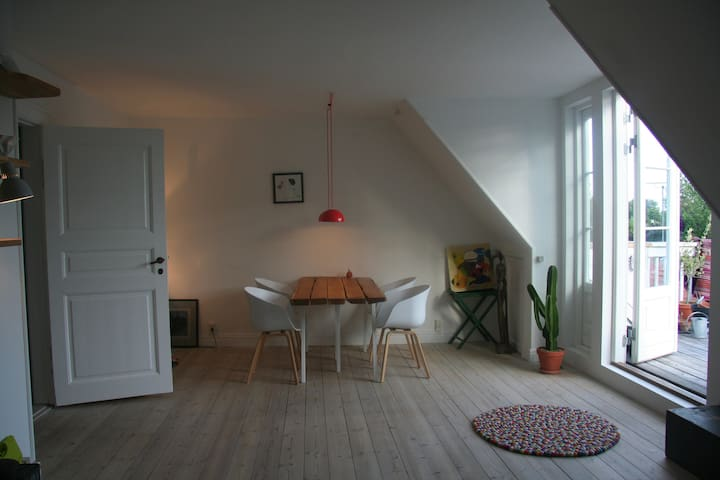 Houseappartment with 3 balconies and garden - Gentofte - Casa