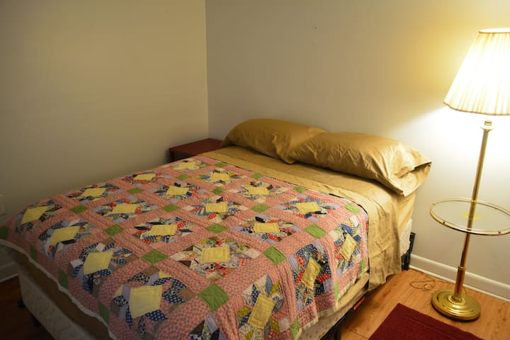 SMALL BED ROOM WITH DOUBLE BED