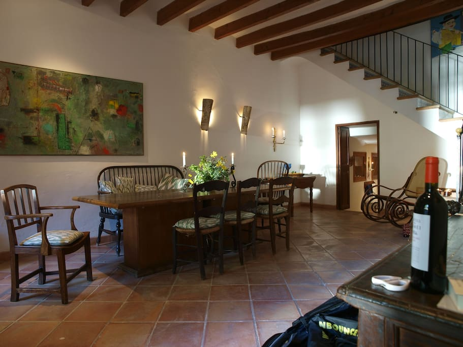 Huge Entrada/Dining room with authentic furniture. Access to kitchen