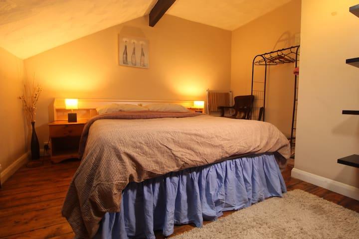 Lovely room, traditional house, feels like home!