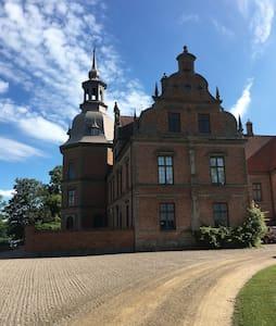 Gästlägenhet i skånskt slott - Kristianstad